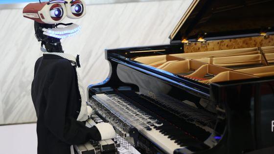 """Robot pianiste à la """"World Robot Conference 2017"""" de Pékin (Chine)"""