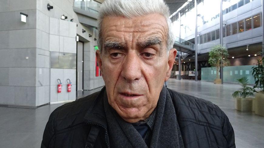 Hubert Ougier, devant la salle d'audience de la cour d'Assises de Grenoble