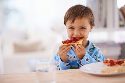 Pain, confiture, céréales, fruits, laitages... quel est le petit-déjeuner idéal ?