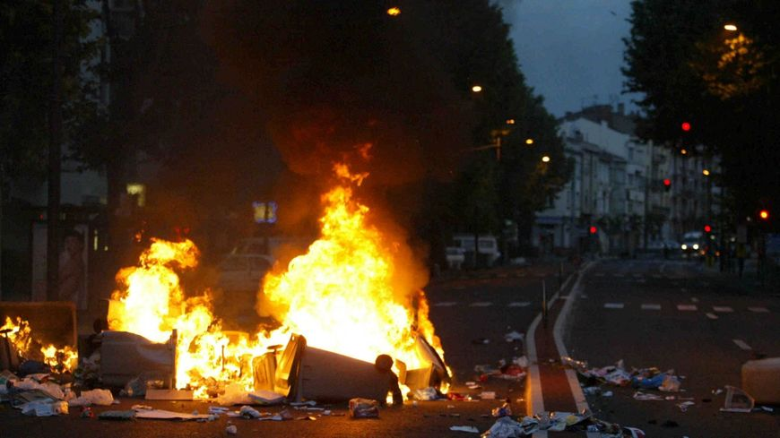 Coïncidence ou non ? L'hypothèse Halloween est évoquée pour expliquer les feux de poubelles et agressions de policiers à Brive (photo d'illustration).