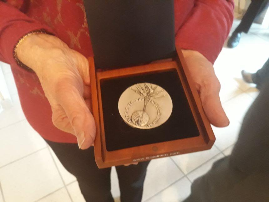 La médaille reçue par Yvette pour sa mère Simone Conchon