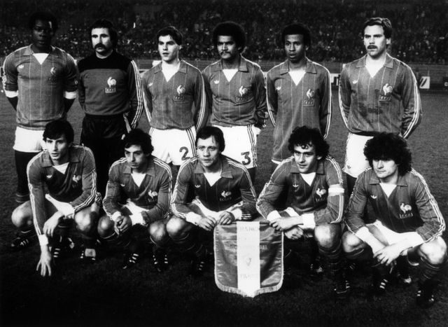 Coupe du Monde France (Mars 1982) : l'équipe de France de football à Lausanne (derrière, de gauche à droite) Tresor, Baratelli, Amoros, Janvion, Jean Tigana, Lopez, (en bas) Soler, Giresse, Lacombe, Michel Platini, Six