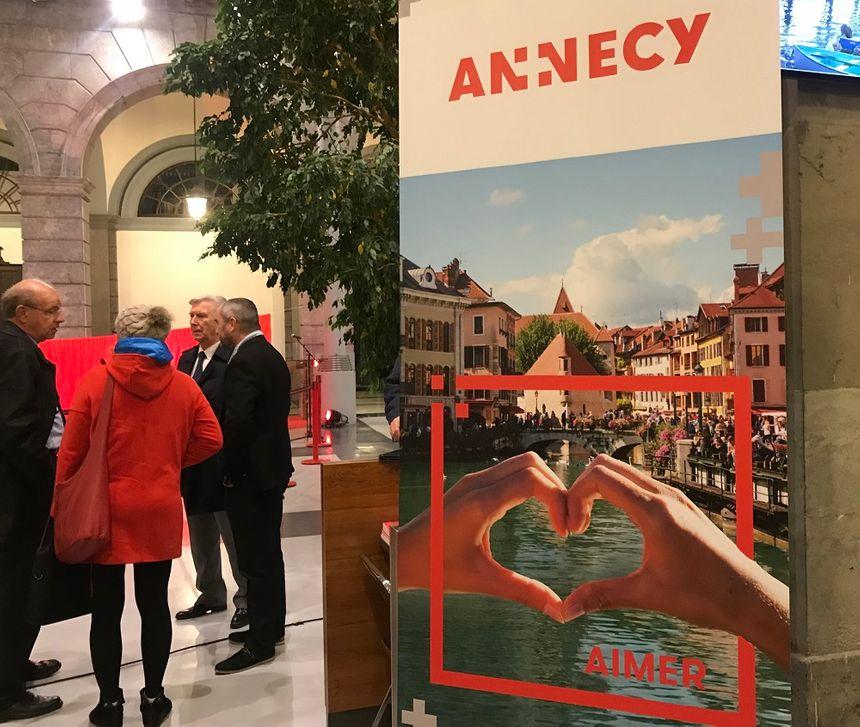 En plus du logo, une série de nouveaux visuels devant renforcer l'image d'Annecy a également été créée.