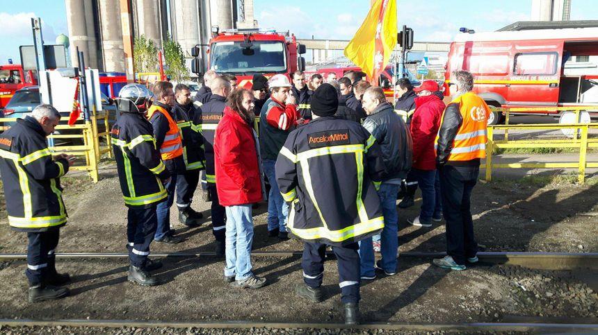 Les sapeurs-pompiers d'ArcelorMittal à la gare d'Ebange - Radio France