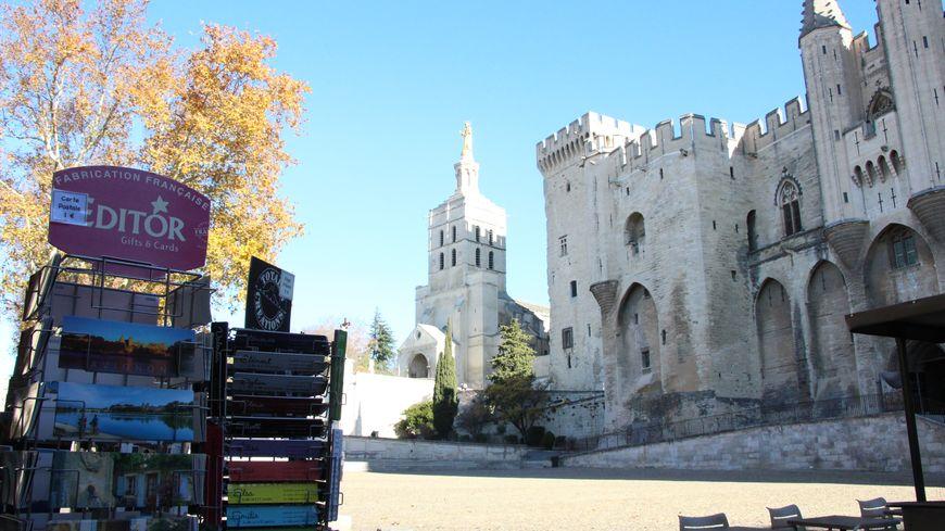 Place du palais des Papes à Avignon