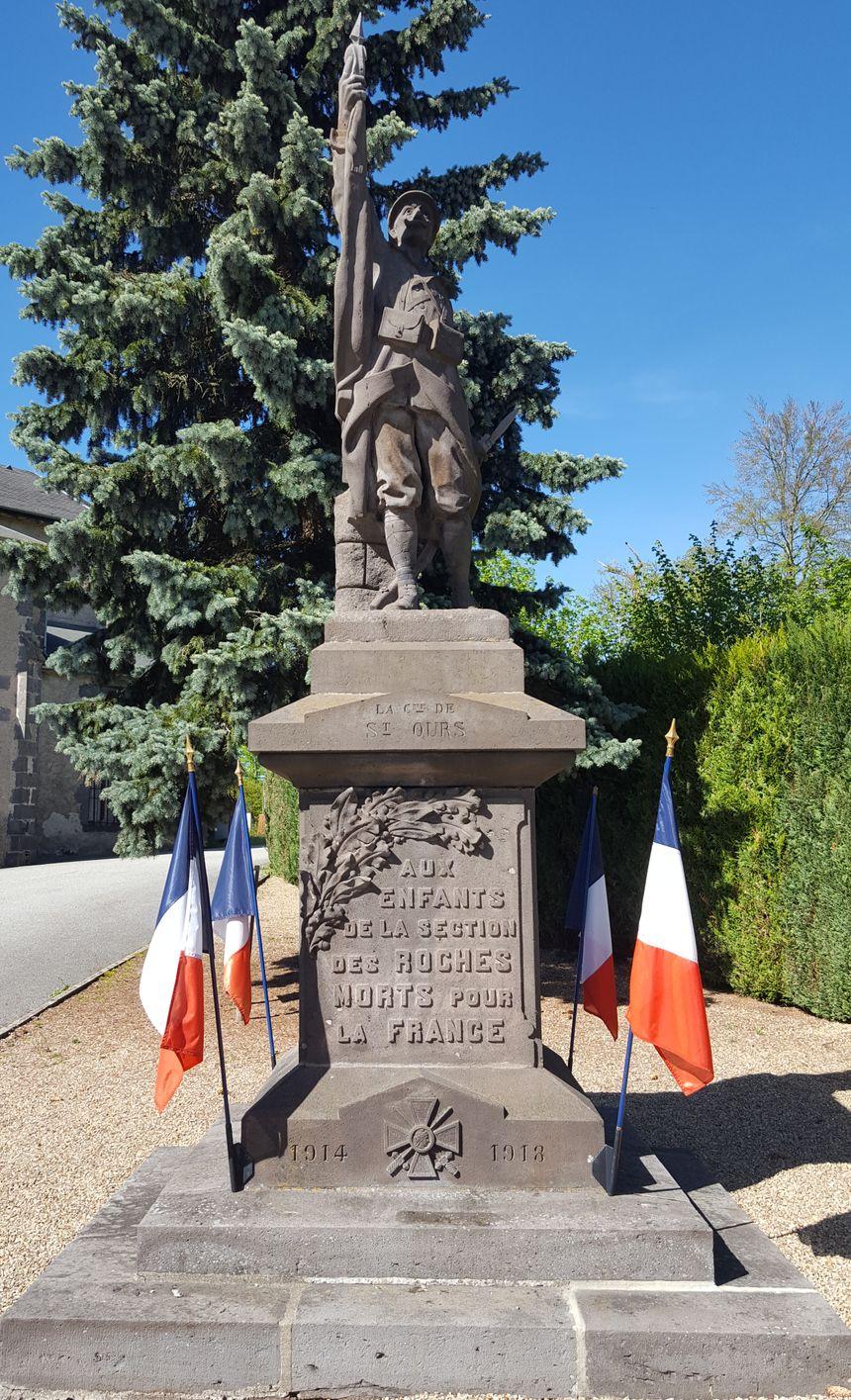 Le monument aux morts des Roches (63)