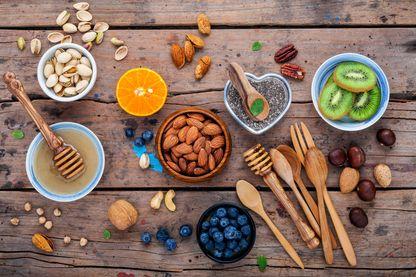 Fruits secs et fruits frais.