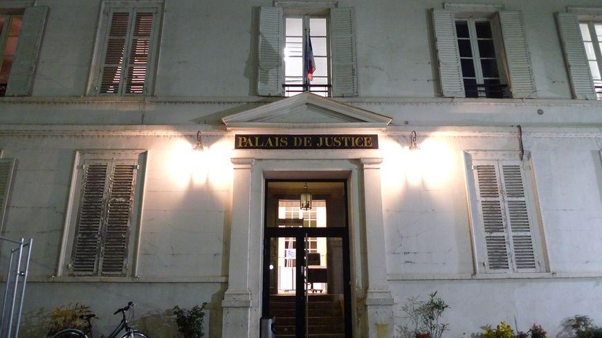Le palais de justice de Sens (Yonne)