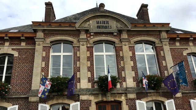 La mairie de Fitz James, 2.500 habitants, fait partie de la communauté de communes du Clermontois dans l'Oise, qui regroupe 38.000 habitants et 19 communes