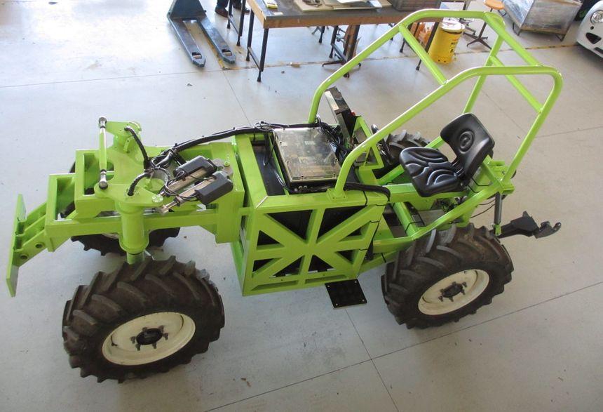 Le tracteur vert imaginé par les vignerons indépendants du Gard