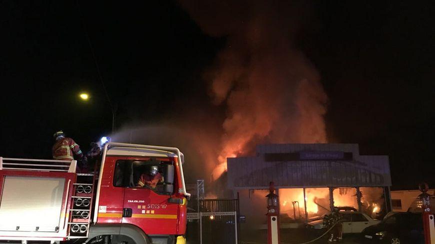 Un incendie dans un garage auto au palais sur vienne pr s for Garage automobile a louer ile de france