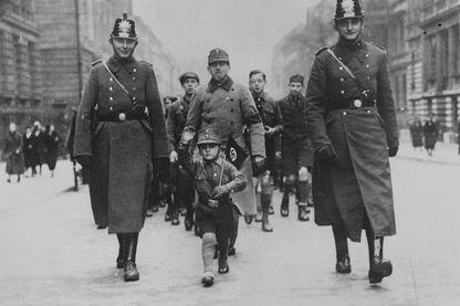 10 Mars 1933, marche de célébration de la victoire du nazisme