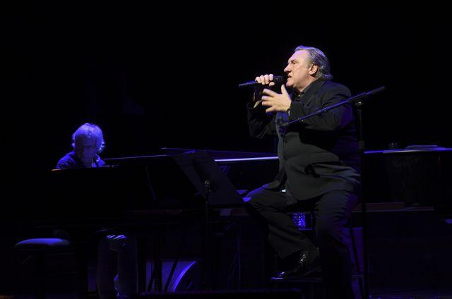 Gérard Depardieu au chant, Gérard Daguerre au piano