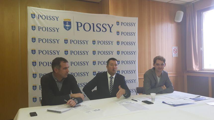 """Le maire de Poissy, Karl Olive (LR) (au centre) a eu l'idée de créer """"Poissy bien être"""" en faisant son jogging tous les samedis avec des habitants."""