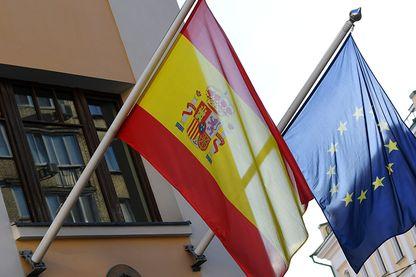Drapeaux espagnol et européen