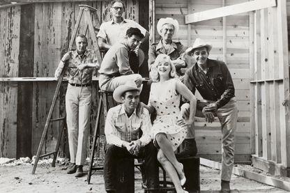 """""""The Misfits"""" (""""les Désaxés""""), avec Montgomery Clift, Marilyn Monroe, Clark Gable, John Huston, Eli Wallach et Arthur Miller en 1961."""