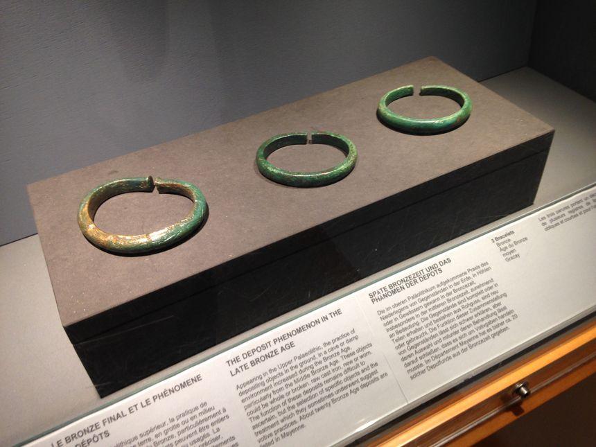 Avant ce don, le musée de Jublains n'avait que trois bracelets de l'âge du bronze à présenter.