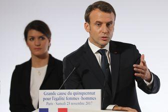 Marlène Schiappa, secrétaire d'État en charge de l'Égalité, et Emmanuel Macron le 25 novembre 2017