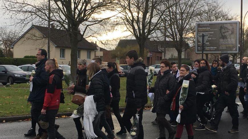 Le papa de Noémie et sa famille ont pris la tête de la marche blanche