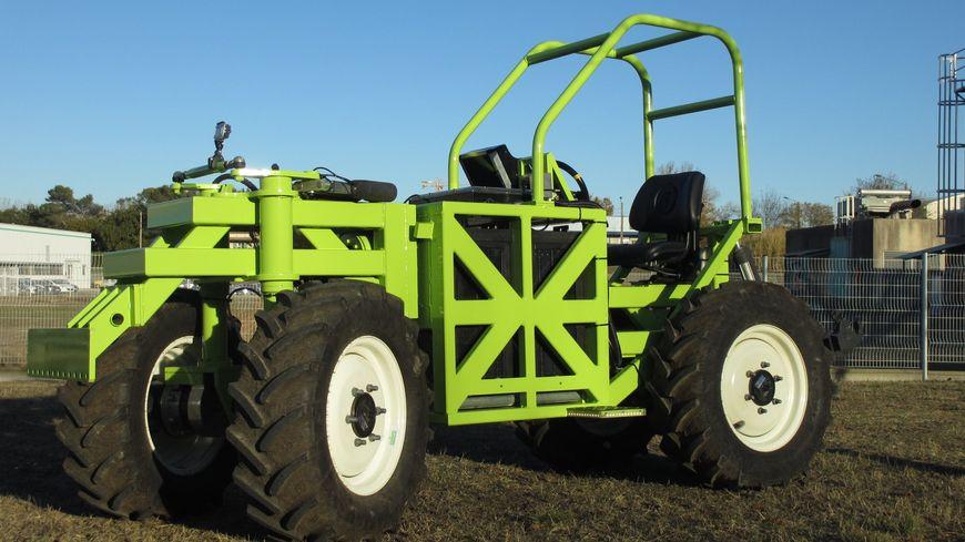 Un tracteur vert 100% gardois
