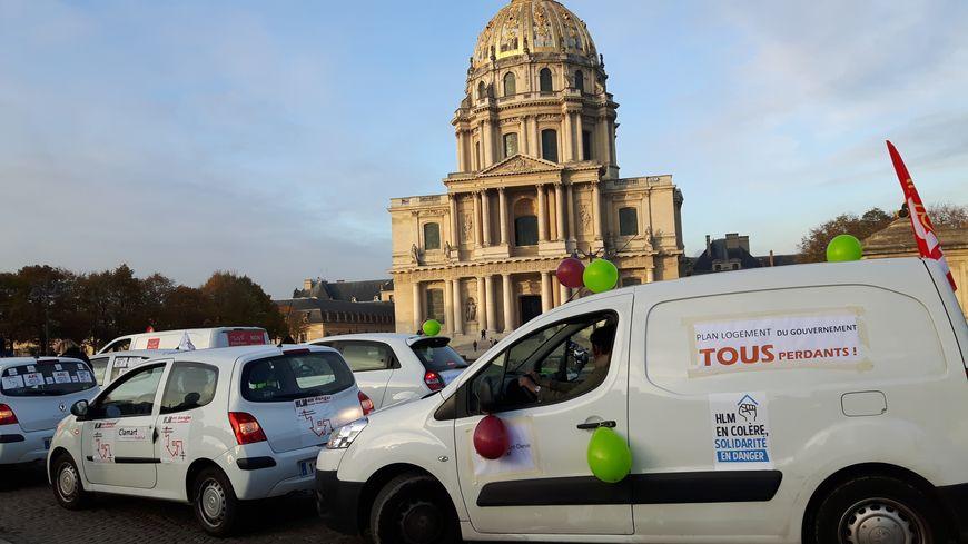 Le cortège des bailleurs sociaux s'est arrêté place Vauban, à Paris, ce mercredi après-midi