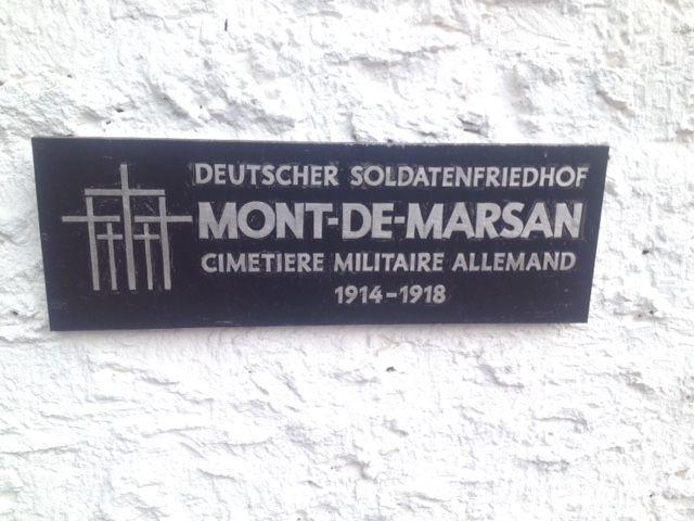 Plaque à l'entrée du cimetière allemand de Mont-de-Marsan.