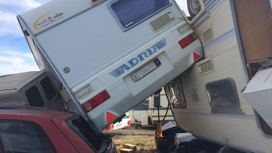 Une mini tornade à Hyères a ravagé entièrement un parc autombile