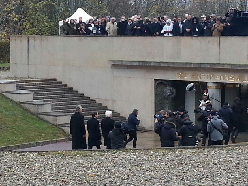 Emmanuel Macron, Frank-Walter Steinmeier et Jean Klinkert arrivent au Hartmannswillerkopf.