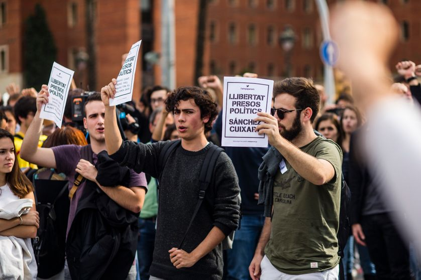 Les étudiants de l'école polytechnique de Barcelone et de l'université de Barcelone protestent contre l'incarcération de huit membres du gouvernement destitués