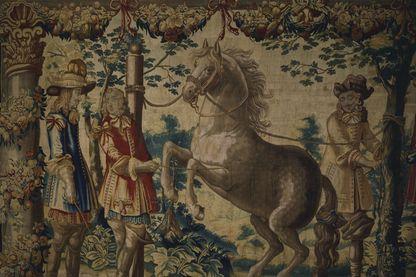 """Présentation d'un cheval au jeune Roi de France Louis XIII. Tapisserie flamande du XVIIe siècle, de la série """"Manège Royal"""""""