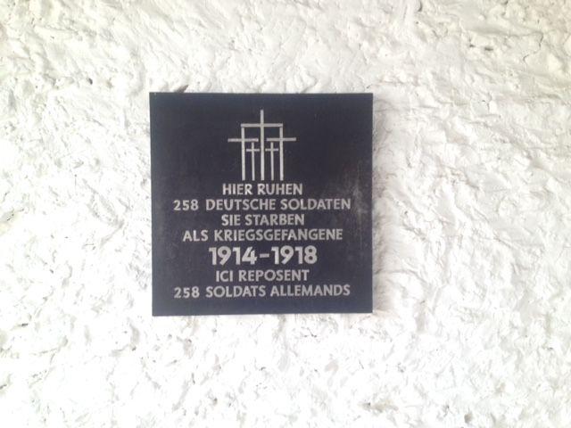 Une autre plaque à l'intérieur du cimetière militaire allemand de Mont-de-Marsan.