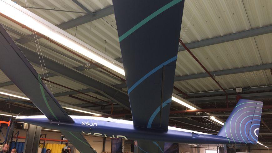 D'une envergure d'environ 5 mètres, le drone est réalisé en composite carbone