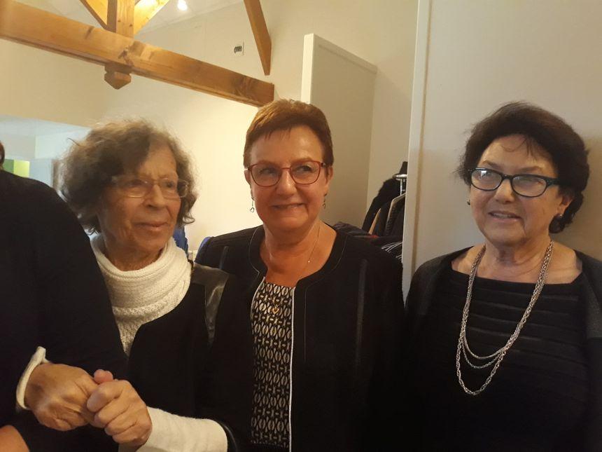 Anna, Dominique et Lisa, réunies pour la cérémonie