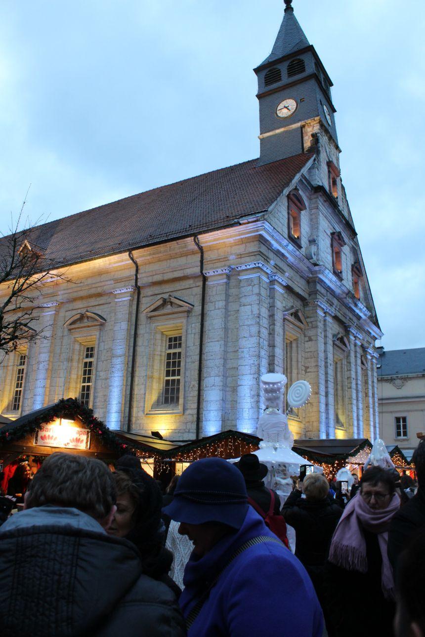 Beaucoup sont venus dès le premier jour pour assister à la mise en route des éclairages de Noël