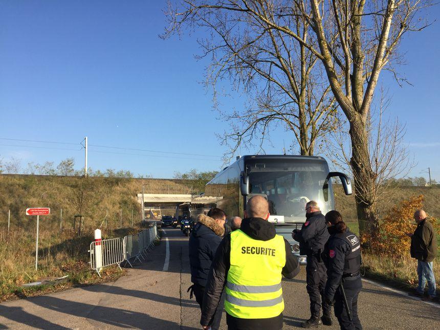 Des bus ont été affretés par la SNCF pour transporter les familles des victimes