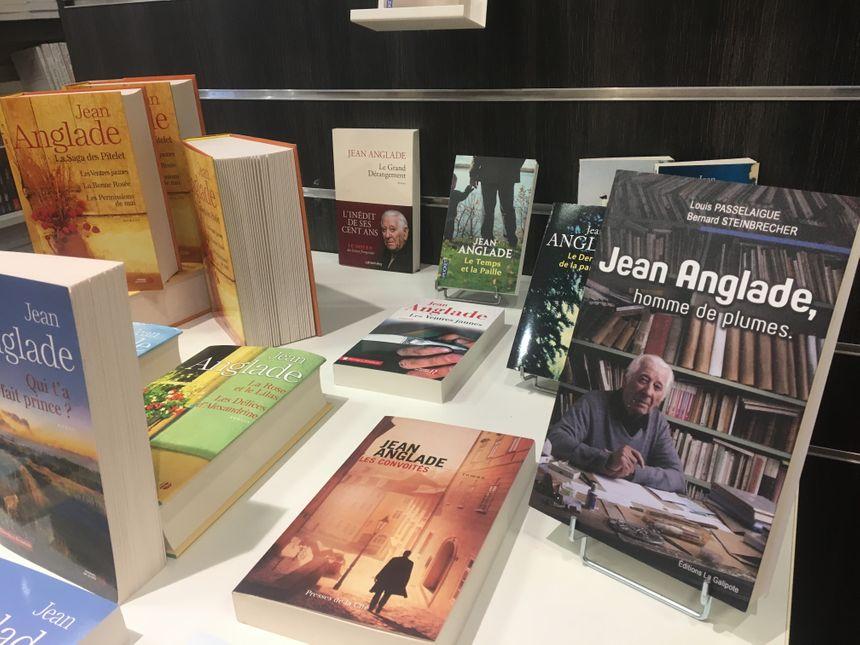 Les ouvrages de Jean Anglade exposés à la librairie des Volcans à Clermont-Ferrand