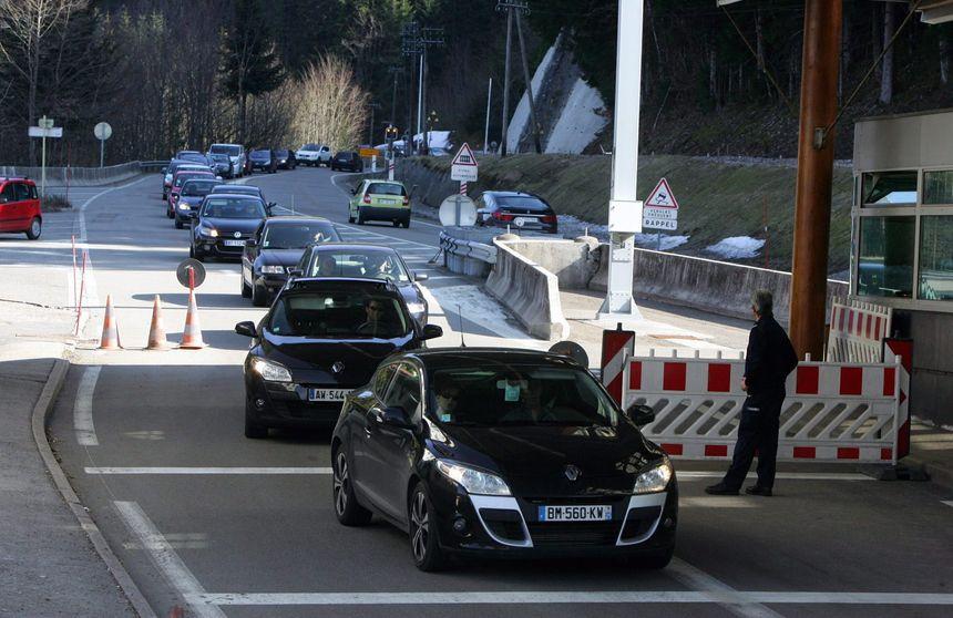 Coutumiers des embouteillages, les travailleurs frontaliers en provenance de Franche-Comté passent 2 à 3 heures par jour sur la route.