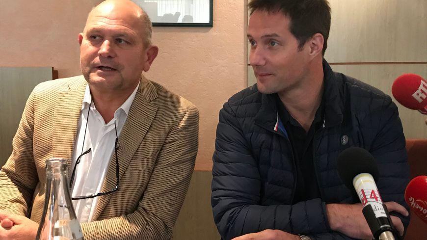 Thomas Pesquet avec le président du directoire du Futuroscope Dominique Hummel.
