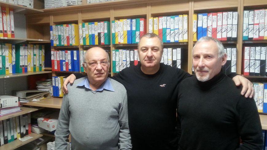 Djilali Kendoussi (à gauche), Calogero Liduino (au centre) et Jean-Caude Jamet, tous bénévoles à la CFDT de Merlebach.