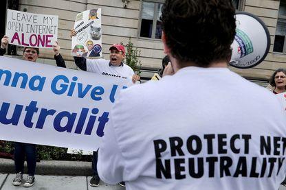 Manifestation pour maintenir la neutralité du net