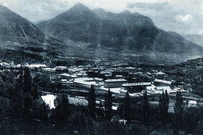 Vue de la vallée de la sainte Catherine a Briancon dans les Hautes Alpes (Hautes-Alpes)
