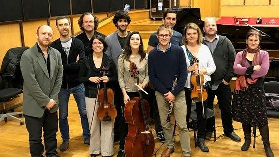 L'ensemble L'Itinéraire et l'équipe Alla Breve au studio 106