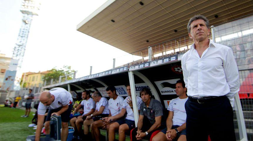Claude Puel (à droite) sur le banc de l'OGC Nice au stade du Ray à l'été 2012