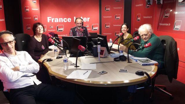 Le plateau de ce dimanche avec, de gauche à droite : Hervé Pauchon, Anny Duperey, Daniel Morin, Stéphanie Gicquel et Albert Algoud