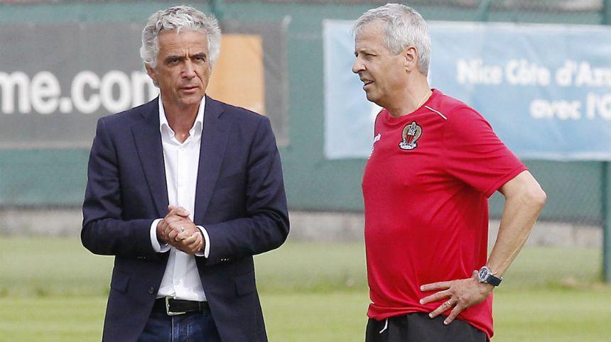 Jean-Pierre Rivère et Lucien Favre en discussion à l'entraînement.