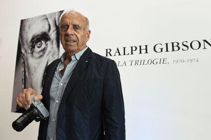 """Le photographe américain Ralph Gibson pendant son exposition """"Trilogie"""" au centre d'art Pavillon populaire de Montpellier le 17 octobre 2017."""