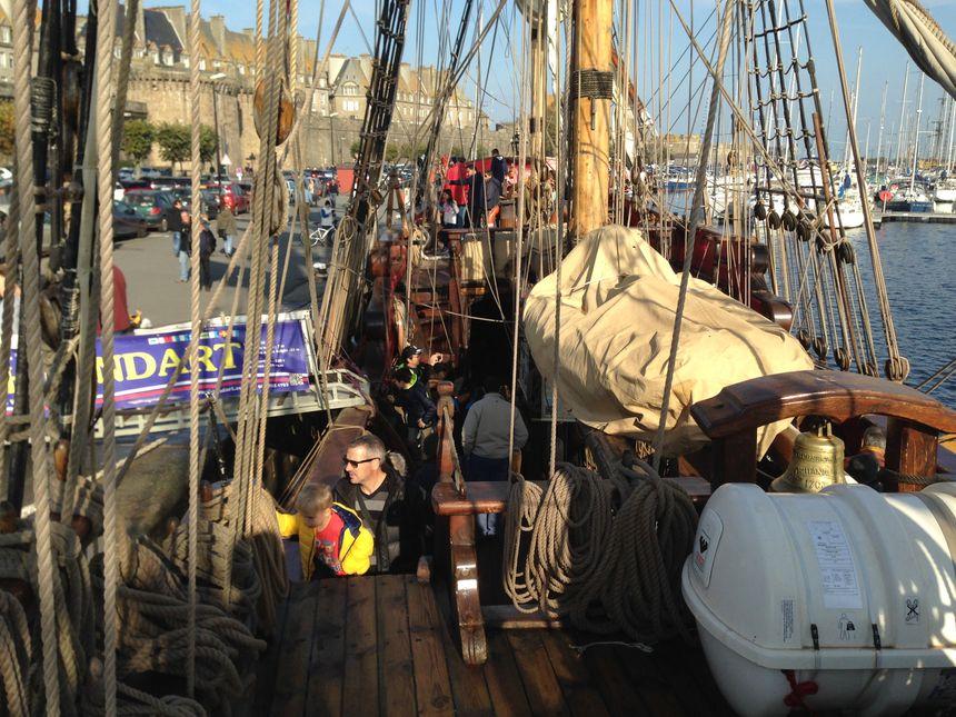 Sous un soleil radieux, plus de 1 000 visiteurs étaient déjà monté à bord ce jeudi