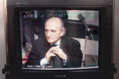 """Le procès de Klaus Barbie en 1987 à Lyon est diffusé, le 15 octobre 1992, aux journées """"Resistance et Déportation"""" à la hall Tony-Garnier de Lyon"""