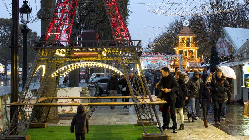 Le Marché de Noël aux Champs-Elysées en 2016.