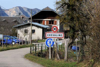 L'entrée du village de Chevaline, photographié le 18 février 2014